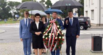 Delegacje Powiatu, Miasta i Gminy uczciły Bohaterów